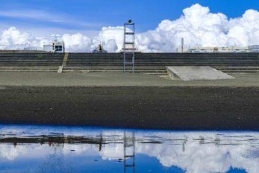 鵠沼海岸の夏雲は海を背にして撮る